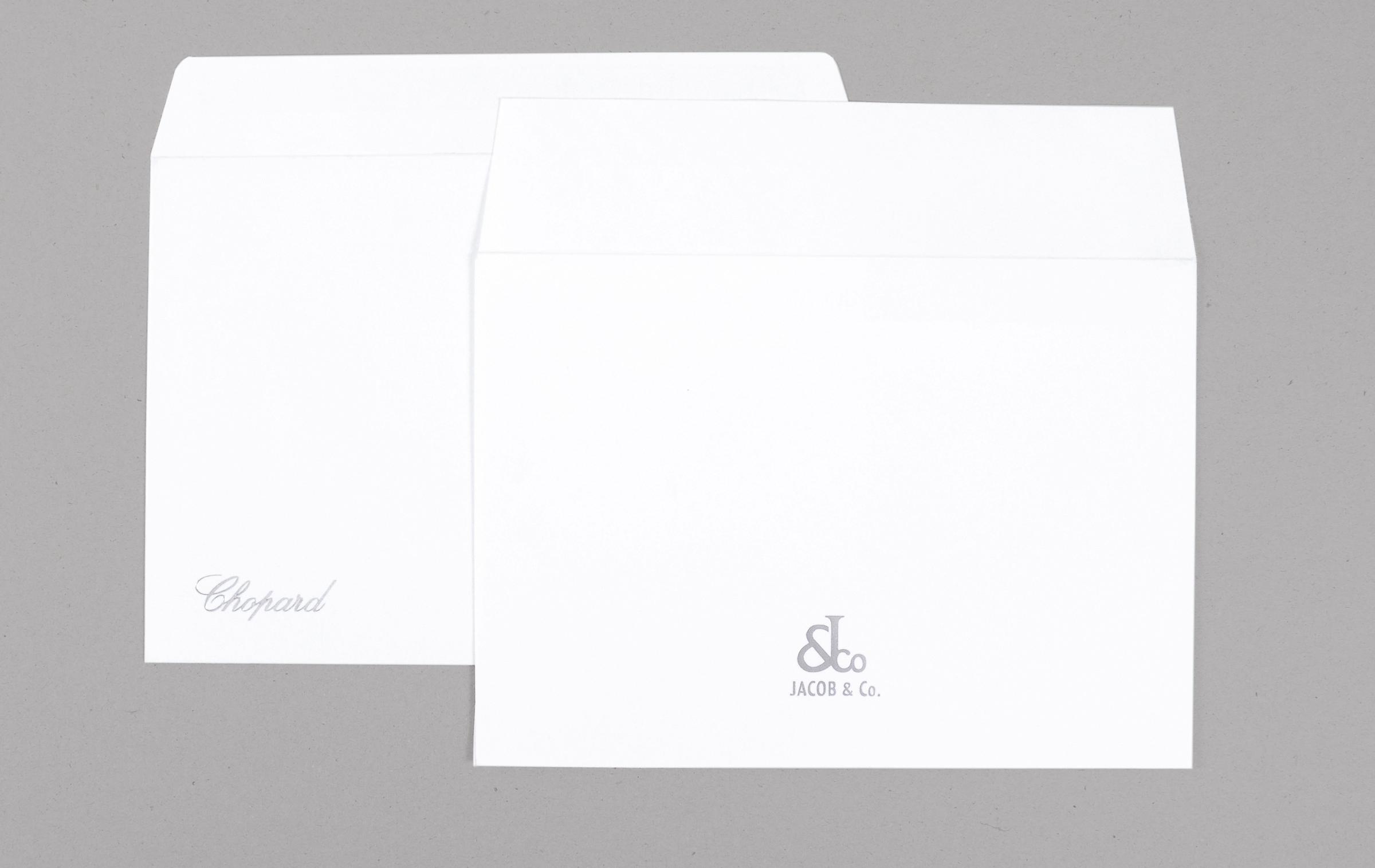 Стильное решение для изготовление фирменных конвертов премиум-класса - брендирование готовых конвертов из дизайнерских бумаг тиснением фольгой. Конверты серий Conqueror и Munchen, тиснение фольгой