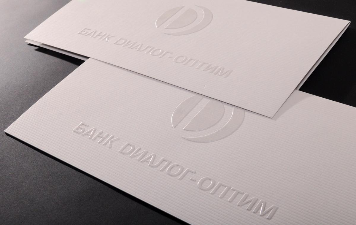 Корпоративная открытка банка формата евро изготовлена из дизайнерского картона 300 гр. Конгрев с горячим тиснением глянцевой прозрачной фольгой