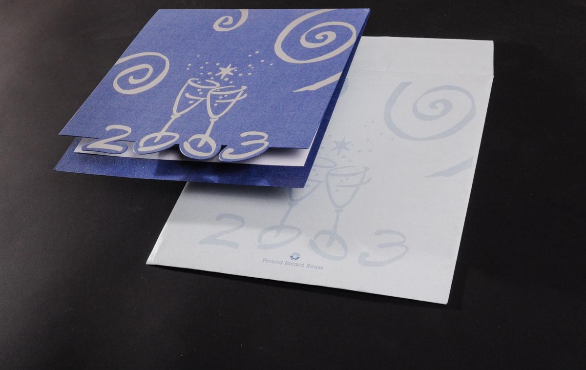 Новогодняя корпоративная открытка и конверт. Открытка, формат 150х150 мм, тиснение фольгой серебро матовое, вырубка, дизайнерский картон крашенный в массе. Конверт 170х170, печать офсетная 5+0, бумага дизайнерская 170 гр.м2