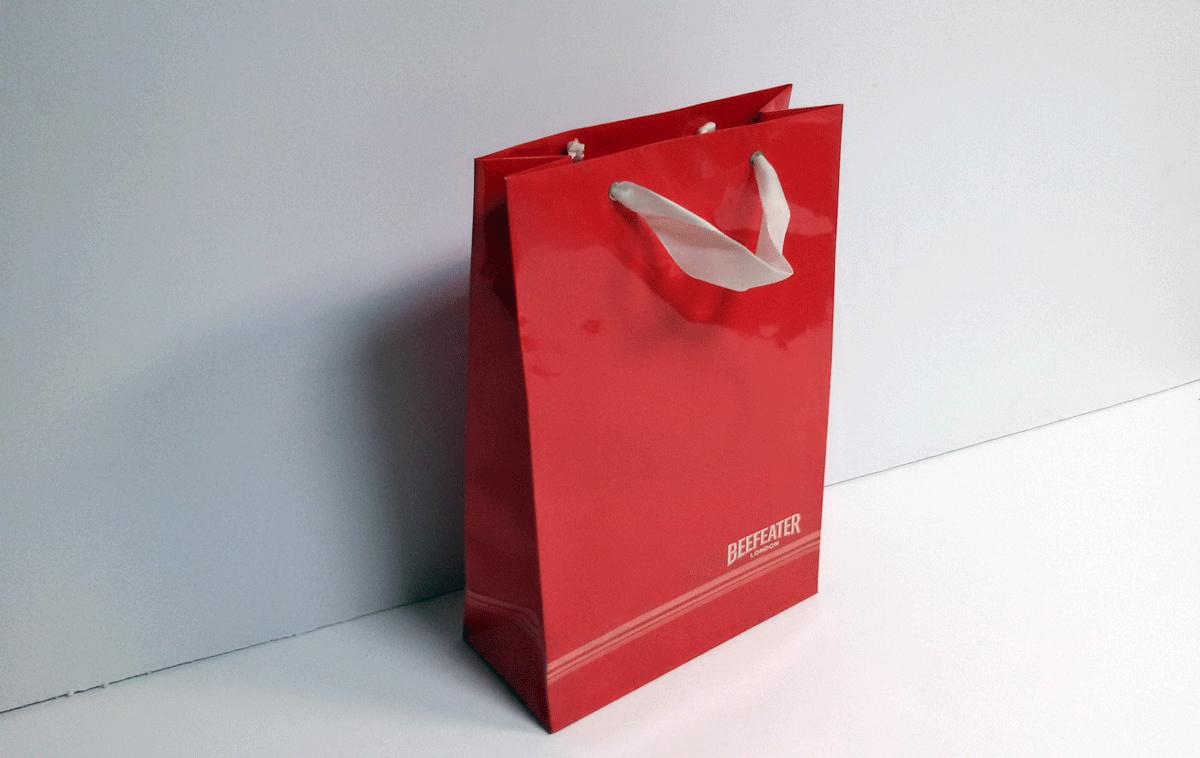 Пакет формата А5+, печать офсетная, красочность 4+0, бумага 250 гр.м2, глянцевая ламиация, пикколо, ленточные ручки.