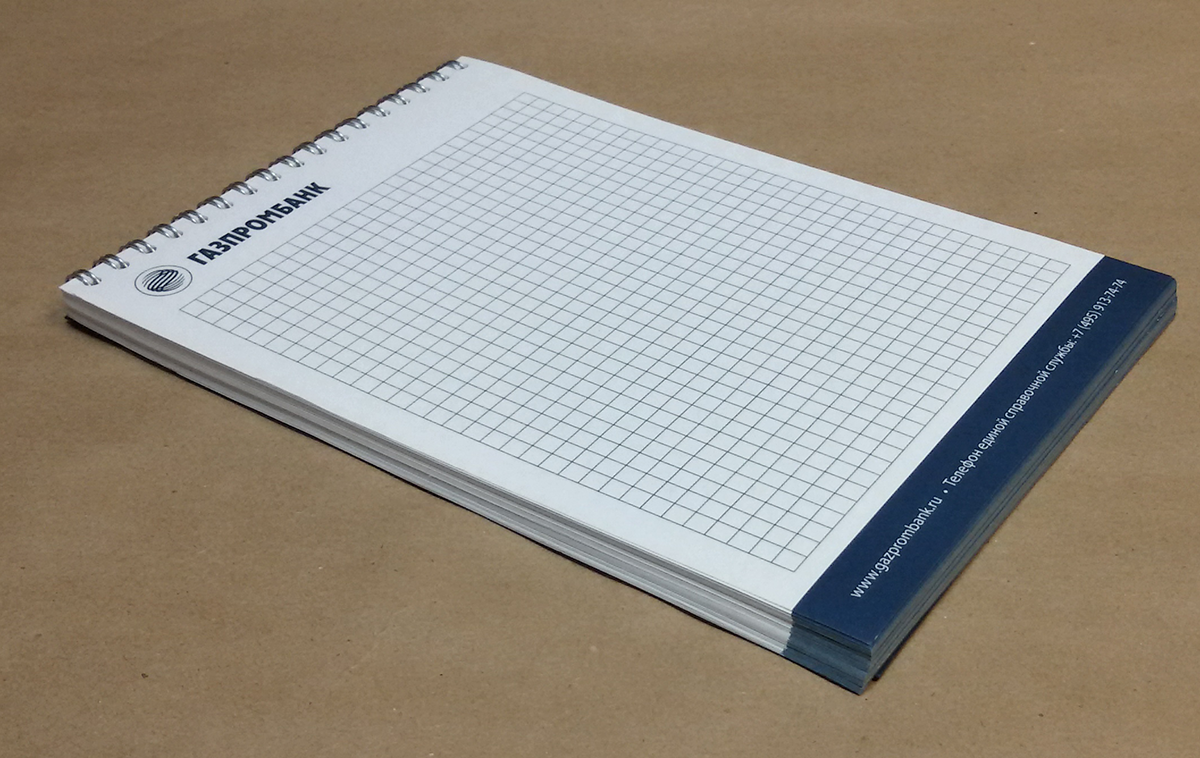 Классичекий блокнот формата А5, объем: 50 полос + обложка + подложка; блок: 210х148 мм., бумага офсетная 80 гр.м2, печать офсетная, 1+0 (пантон): обложка и подложка: картон дизайнерский, крашенный в массе, тиснение фольгой 1 клише; брошюровка: навивка по короткой стороне.