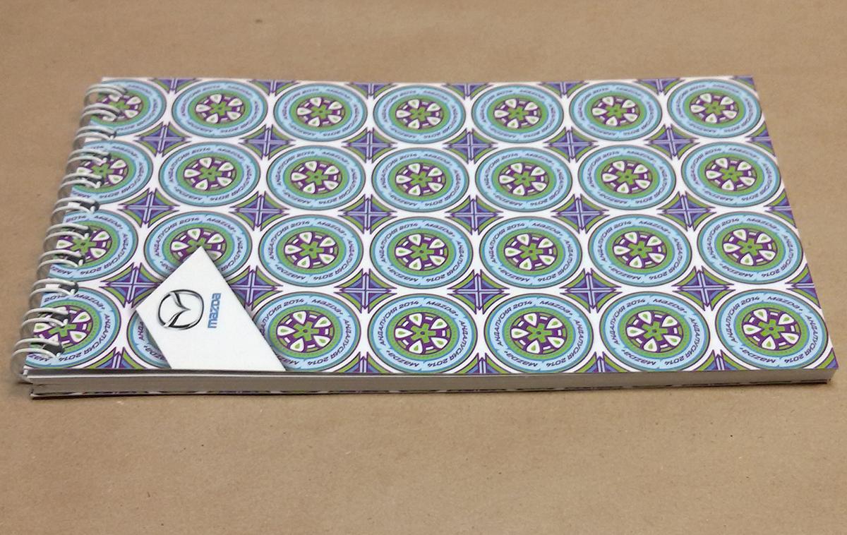 Мини-блокнот формата 95х160 мм, объем: 30 полос + обложка + подложка; блок: бумага офсетная 100 гр.м2, печать офсетная, красочность 4+0; обложка и подложка: бумага 300 гр.м2, печать офсетная, 5+5, матовая ламиация 1+0,выборочный УФ лак 1+0; брошюровка: навивка по короткой стороне.