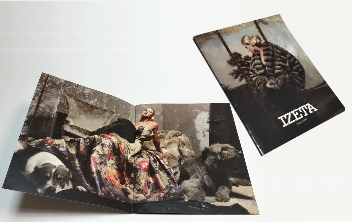 Каталог коллекции шуб выполнен в виде брошюры А4 на скобах и имеет отличную открываемость. Брошюра 210х297, печать офсетная, 4+4, глянцевый ВД-лак 1+1.